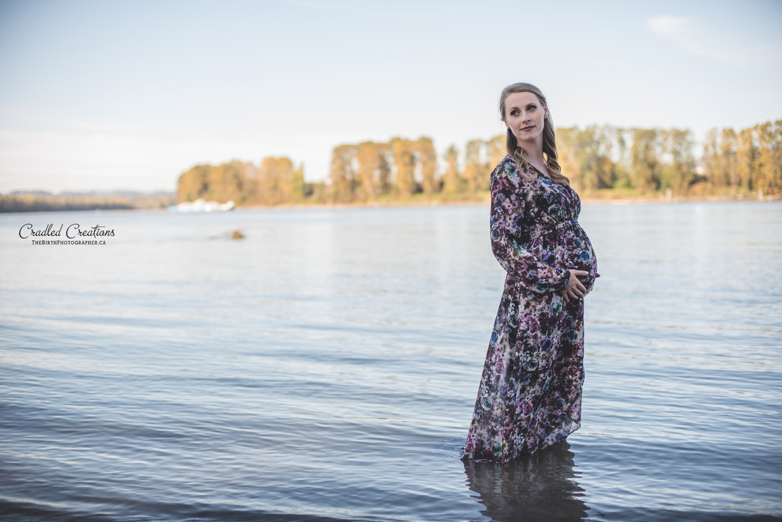 Pregnant Photos in Water