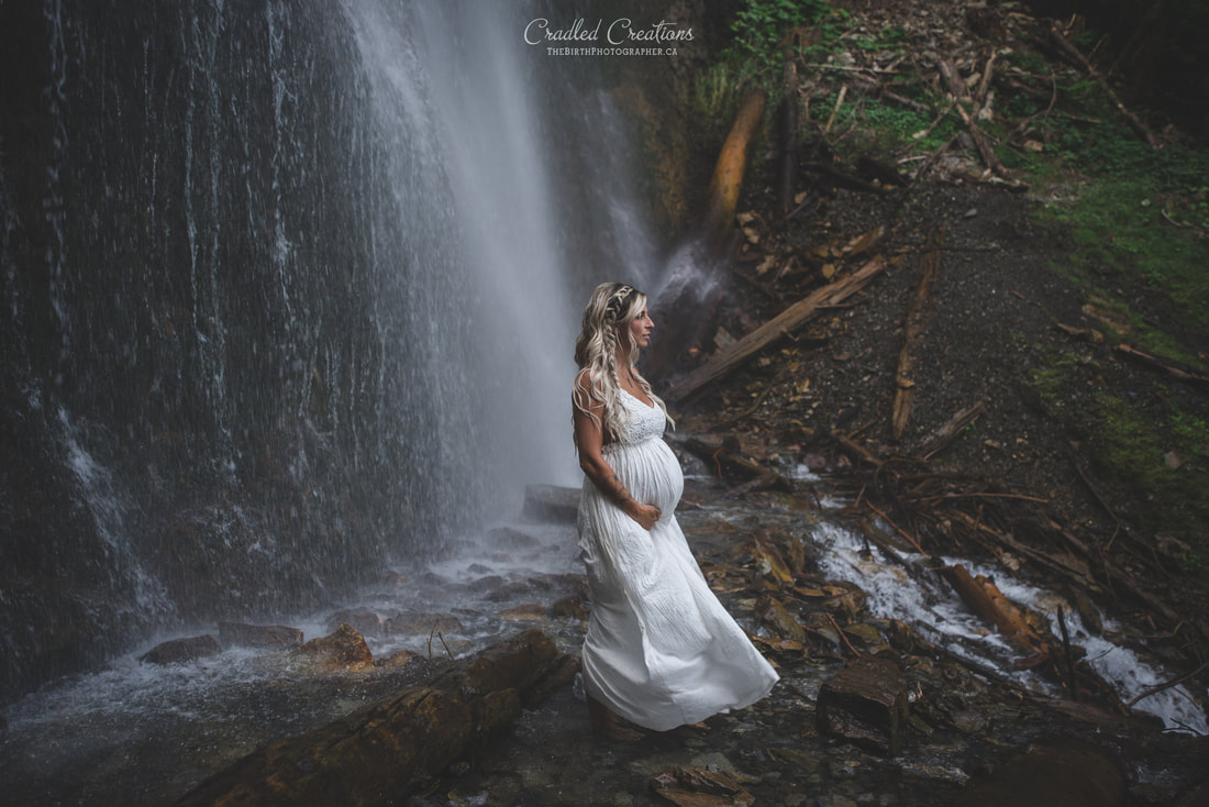 maternity photos in waterfall