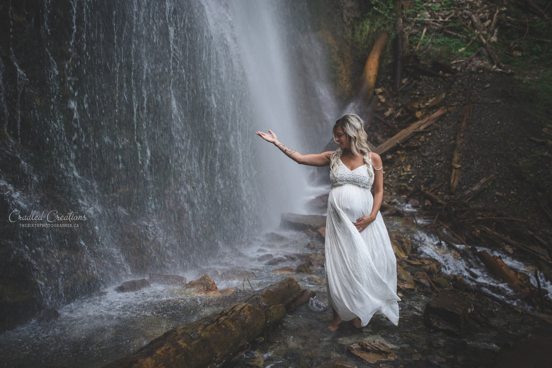 pregnancy photos at waterfall