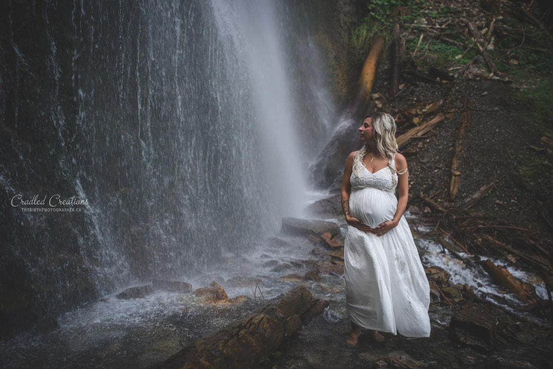 maternity photos under waterfall